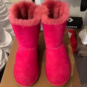- Pink bailey bow UGGS